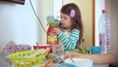 "Preview image for LOM object Lerngelegenheiten für Kinder bis 4, Kurzfilm ""Ketchup"""