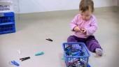 """Vignette pour un objet LOM Les possibilités d`apprentissage chez les enfants de moins de 4 ans, le film """"Pinces à linge"""""""